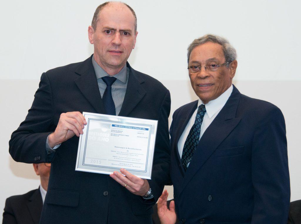 WEG receiving award